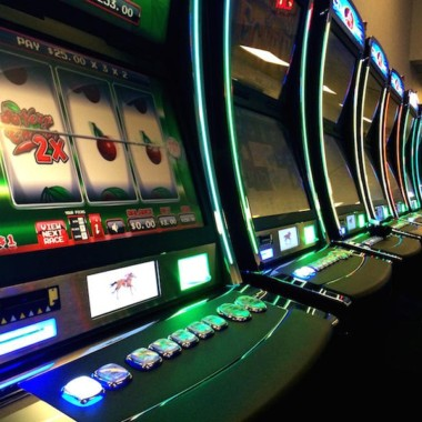 What are things not to be done when playing online slot machine game?