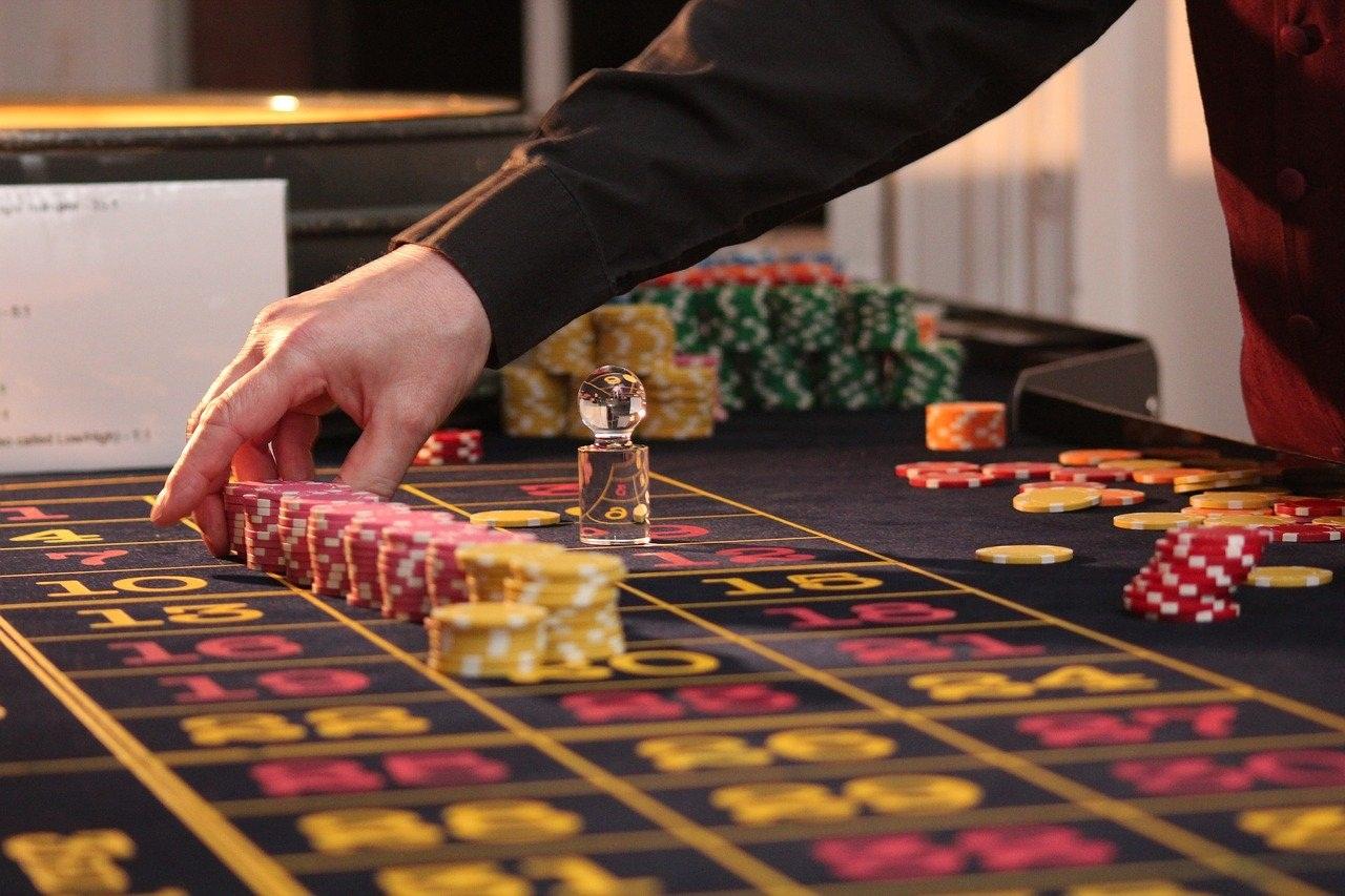Вы находитесь на официальном сайте казино плей фортуна, войдя на которое мы предлагаем вам множество азартных игр, акций, лотерей и турниров, а также другие развлечения, которые существуют в мире виртуальных казино.